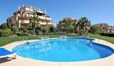3BD/2BTHS garden apartment with huge terrace, Capanes del Golf, Benahavis