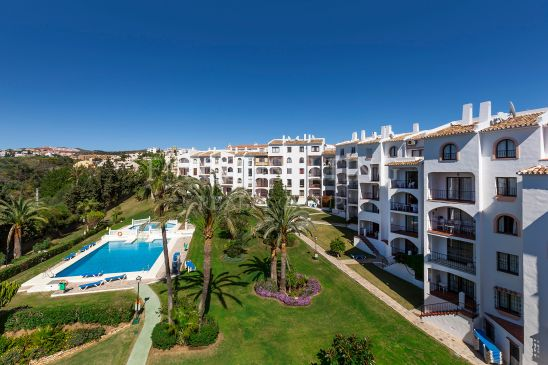 Magnificent investment very close to the beach and services with seaviews.