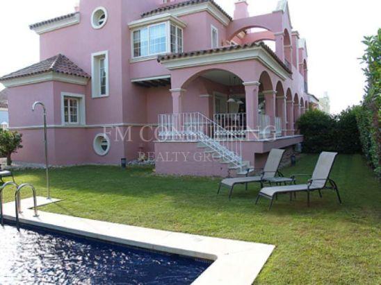 Villa en venta en Lorea Playa, Marbella - Puerto Banus