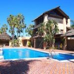 Great townhouse in gated community walking distance to the beach and Puerto Banus