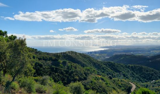 A hideaway nestled above Estepona with absolutely stunning views
