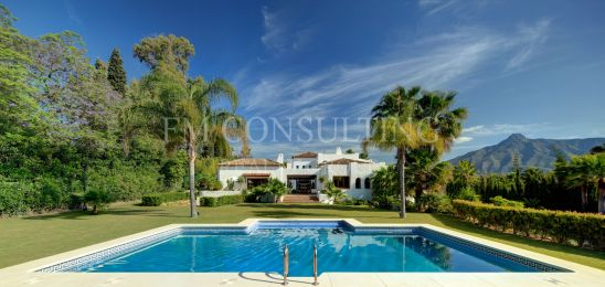 Absolutely stunning 6 bedroom mansion located in Atalaya Rio Verde, walking distance to Puerto Banus
