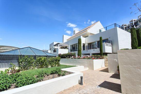 Apartamento en venta en Los Flamingos Golf, Benahavis