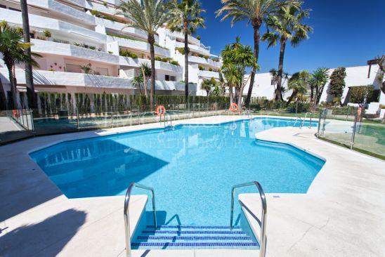 Apartamento en venta en Jardines de Andalucia, Nueva Andalucia