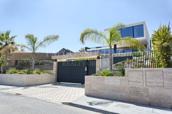 Top quality new built contemporary villa in the golf valley