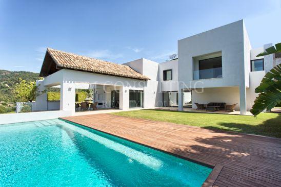 Villa en venta en Los Arqueros, Benahavis