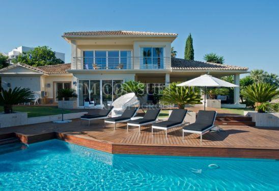 Villa en venta en Los Naranjos Golf, Nueva Andalucia