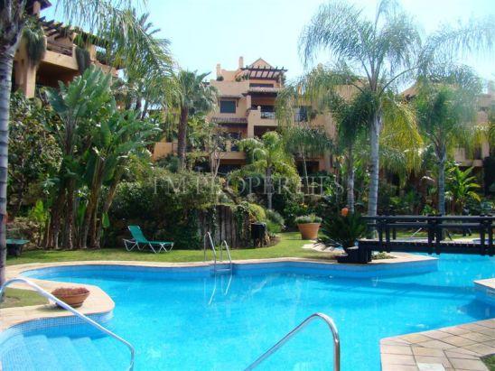 Apartamento Planta Baja en venta en El Campanario, Estepona
