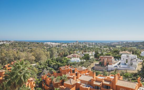 BEAUTIFUL DUPLEX PENTHOUSE WITH INCREDIBLE PANORAMIC SEA VIEWS IN LOS BELVEDERES – NUEVA ANDALUCÍA