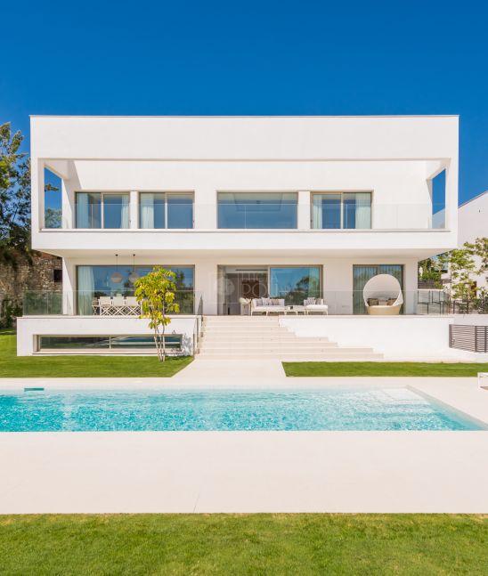 Loma de Casasola, seis modernas villas de lujo muy cerca de la playa y del Golf junto a Guadalmina Baja