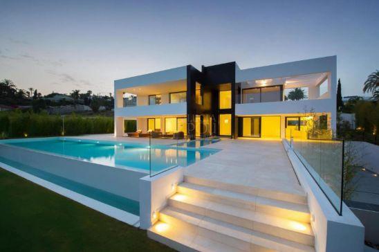 Villa en venta en La Cerquilla, Nueva Andalucia, Marbella
