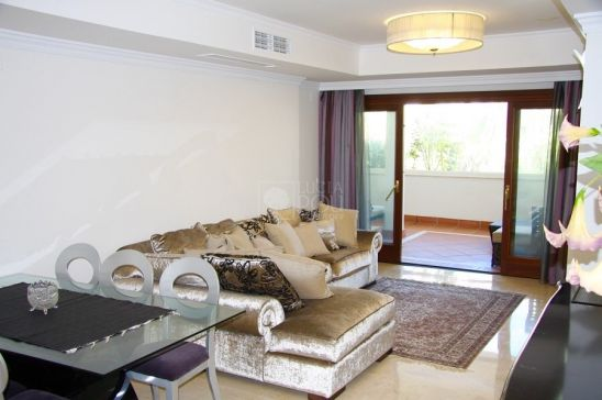 Apartamento en venta en Lomas del Rey, Marbella Golden Mile, Marbella