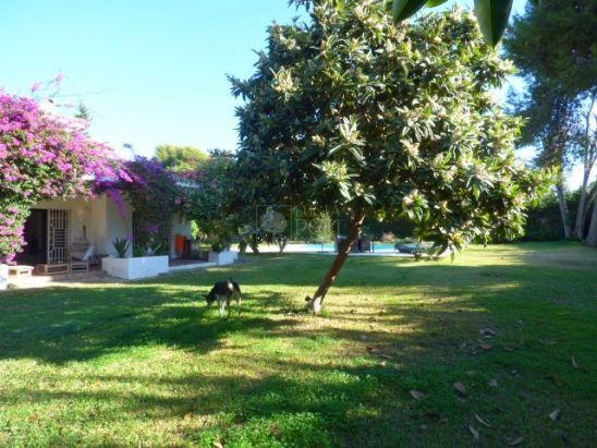 Villa for sale in Beach Side New Golden Mile, Estepona