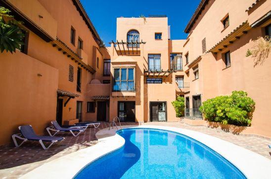 Apartamento en venta en El Paraiso, Estepona