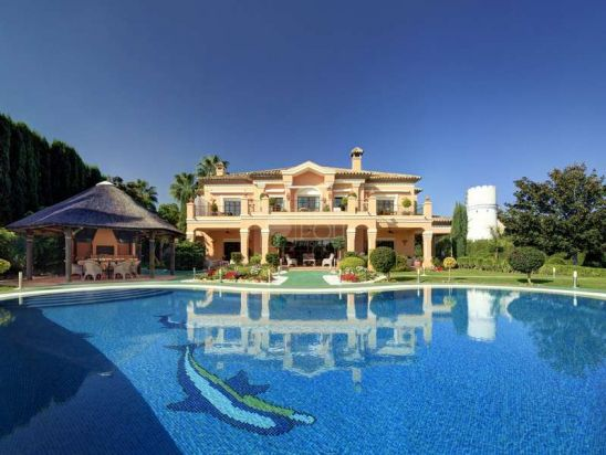 Villa en venta en Nueva Andalucia, Marbella