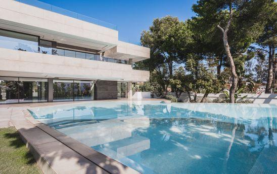 Modern brand new villa close to the sea