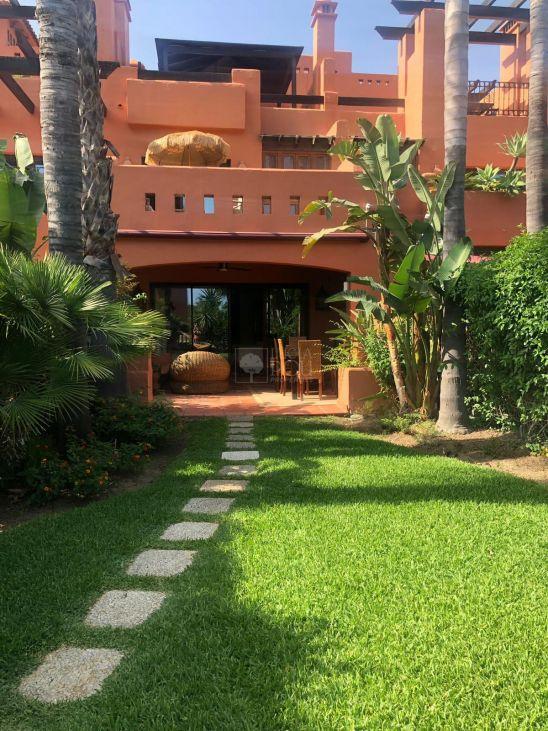 Villa Pareada en venta en Marbella Golden Mile, Marbella