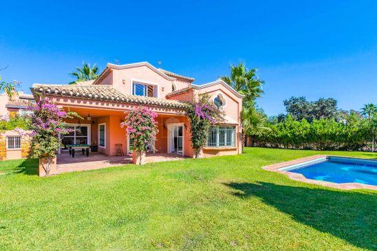 Villa en venta en El Paraiso, Estepona