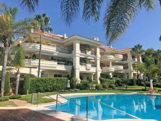 Apartamento en venta en Altos Reales, Marbella Golden Mile, Marbella
