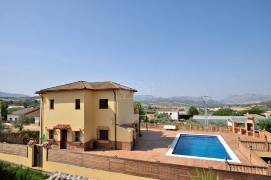 Villa en venta en Arriate