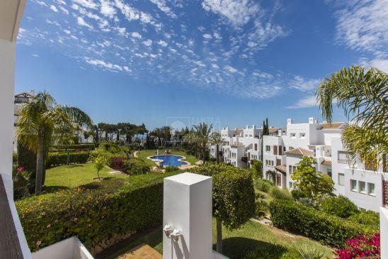 Apartamento en venta en Los Monteros Palm Beach, Marbella Este, Marbella