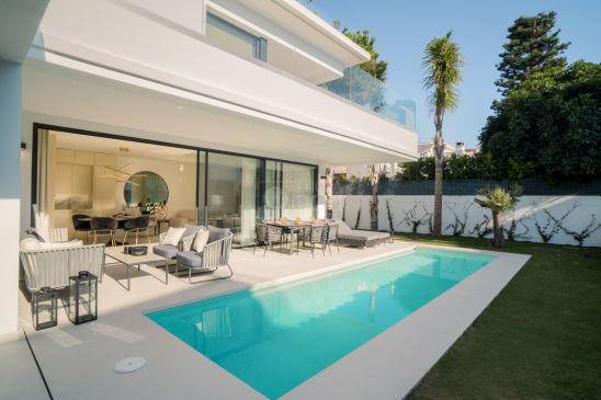 Villa for sale in Rio Verde, Marbella Golden Mile, Marbella