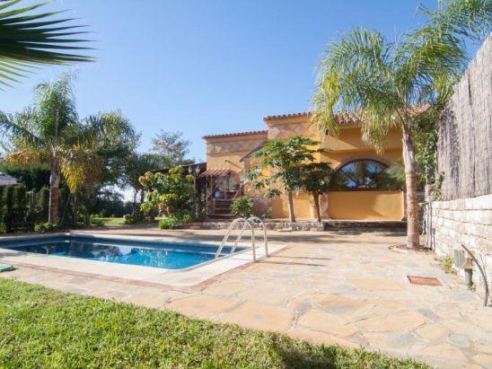 Casa de Campo en venta en New Golden Mile, Estepona