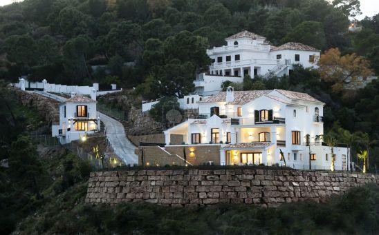 Lujosa villa con casa de invitados y vistas panorámicas al mar
