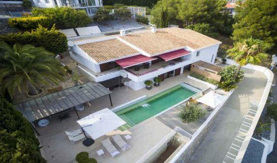 Villa con vistas panorámicas a la costa