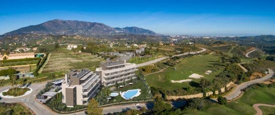 Sun Valley, luminosos apartamentos y ático en primera línea de golf en La Cala Golf Resort, en Mijas.