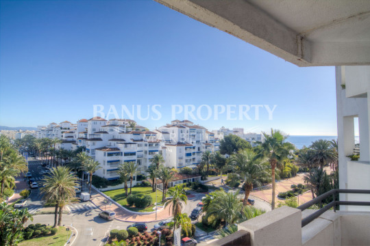Marbella - Puerto Banus, Three-bedroom 5th floor east-facing apartment for sale in Medina Garden, Puerto Banús