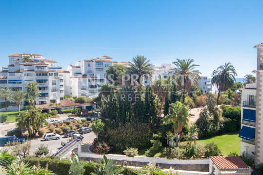 Marbella - Puerto Banus, Renovated two bedroom apartment on the third floor with partial sea views in Medina Garden, Puerto Banús