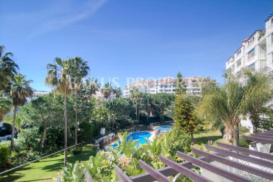Marbella - Puerto Banus, Fabulous 3-bedroom south facing apartment for sale in Las Gaviotas, Puerto Banús