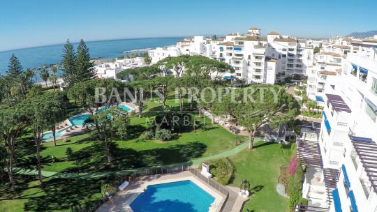 Marbella - Puerto Banus, Exquisite 3-bedroom third floor apartment for sale in Edificio Granada, Playas del Duque, Puerto Banús