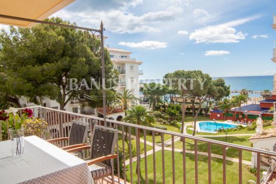 Marbella - Puerto Banus, 2 bedroom 3rd floor apartment with fantastic sea views for sale in Andalucia del Mar, Puerto Banús