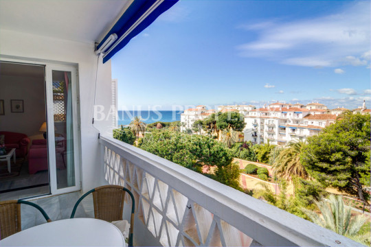 Marbella - Puerto Banus, 2 bed-apartment for sale with sea views in Casas Córdoba, Playas del Duque, Puerto Banús