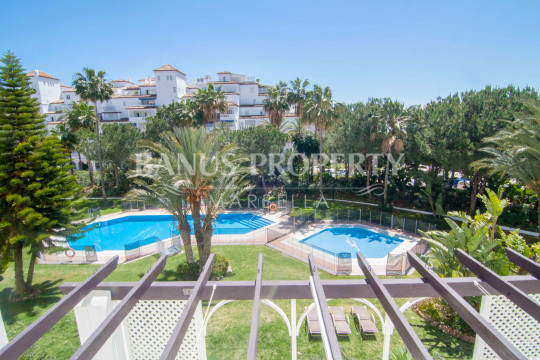 Marbella - Puerto Banus, 2 bedroom 2nd floor south facing apartment for sale in Las Gaviotas, Puerto Banús