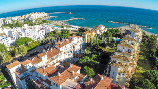 Marbella - Puerto Banus, 2-bedroom ground floor apartment in Andalucía del Mar, Puerto Banús