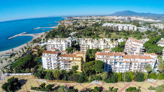 Marbella - Puerto Banus, Enticing two bedroom first floor apartment for sale in Andalucía del Mar, Puerto Banús