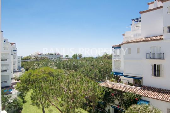 Marbella - Puerto Banus, Expansive and ultra-modern contemporary 4-bedroom apartment for sale in Edificio Málaga, Playas del Duque, Puerto Banús