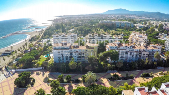 Marbella - Puerto Banus, 3 bedroom ground floor apartment for sale by the beach in Andalucia del Mar