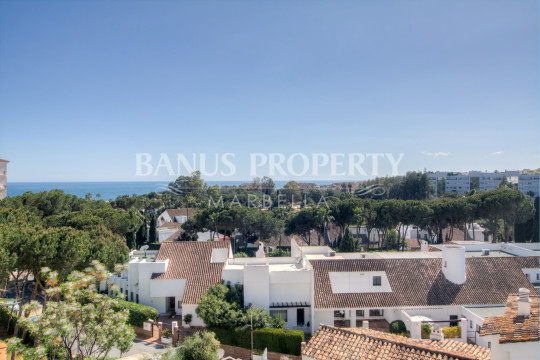 Marbella - Puerto Banus, 1 bed 5th floor west-facing apartment for rent in Medina Garden, Puerto Banus