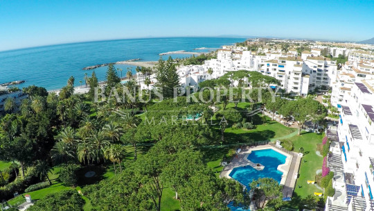 Marbella - Puerto Banus, 3 bedroom 1st floor beach apartment for sale in Casa Sevilla, Playas del Duque