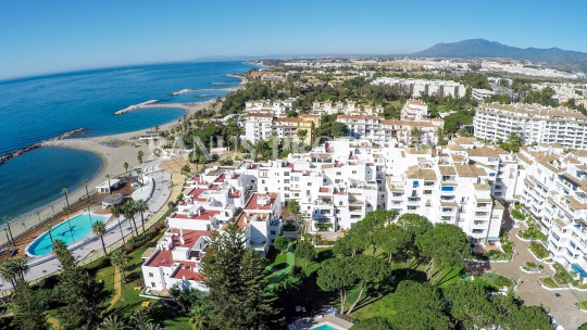 Marbella - Puerto Banus, 3 bedroom modern 5th floor apartment in Casas Cadiz, Playas del Duque, Puerto Banus