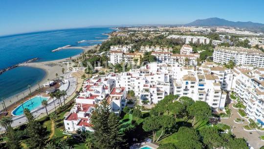 Marbella - Puerto Banus, 3 bedroom modern 5th floor apartment in Casas Cadiz, Playas del Duque, Puerto Banus