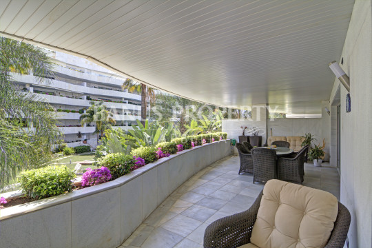Marbella - Puerto Banus, 2 bedroom 1st floor apartment for sale in El Embrujo Banus