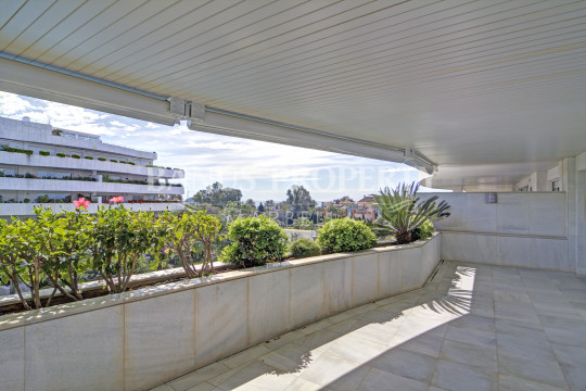 Marbella - Puerto Banus, 3rd floor 2 bedroom luxury apartment for sale in El Embrujo Banus
