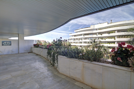 Marbella - Puerto Banus, 2 bedroom 2nd floor apartment for sale in El Embrujo Banus