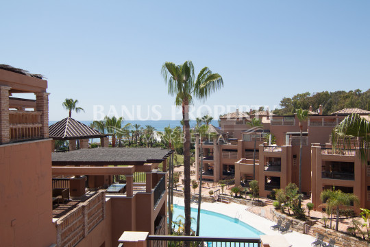 Marbella - Puerto Banus, New beachfront ground floor duplex for sale in San Pedro Alcantara