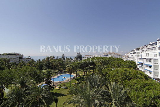 Marbella - Puerto Banus, 3 bed 4th floor luxury apartment with stunning sea views for sale in Playas del Duque